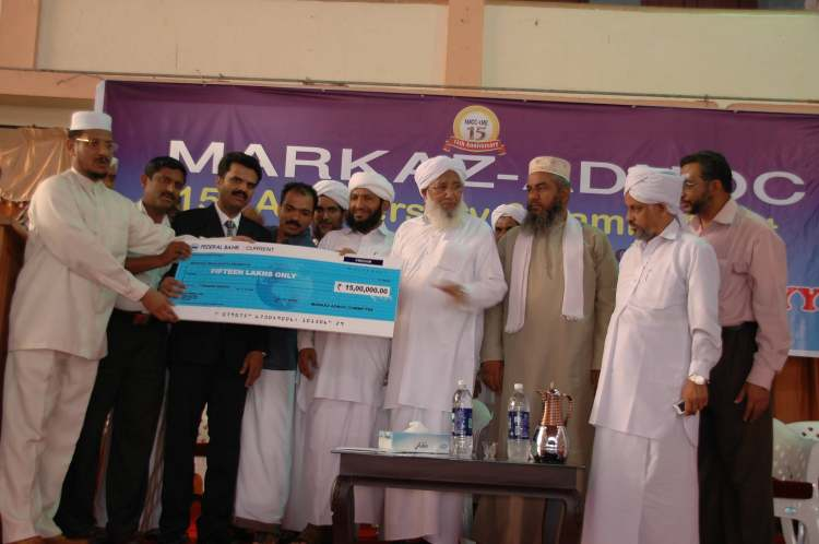 HAND OVER 15 LAKHS FROM ADNOC EMPLOYEES TO KANTHAPURAM FOR SHA'RE MUBARAK MASJID